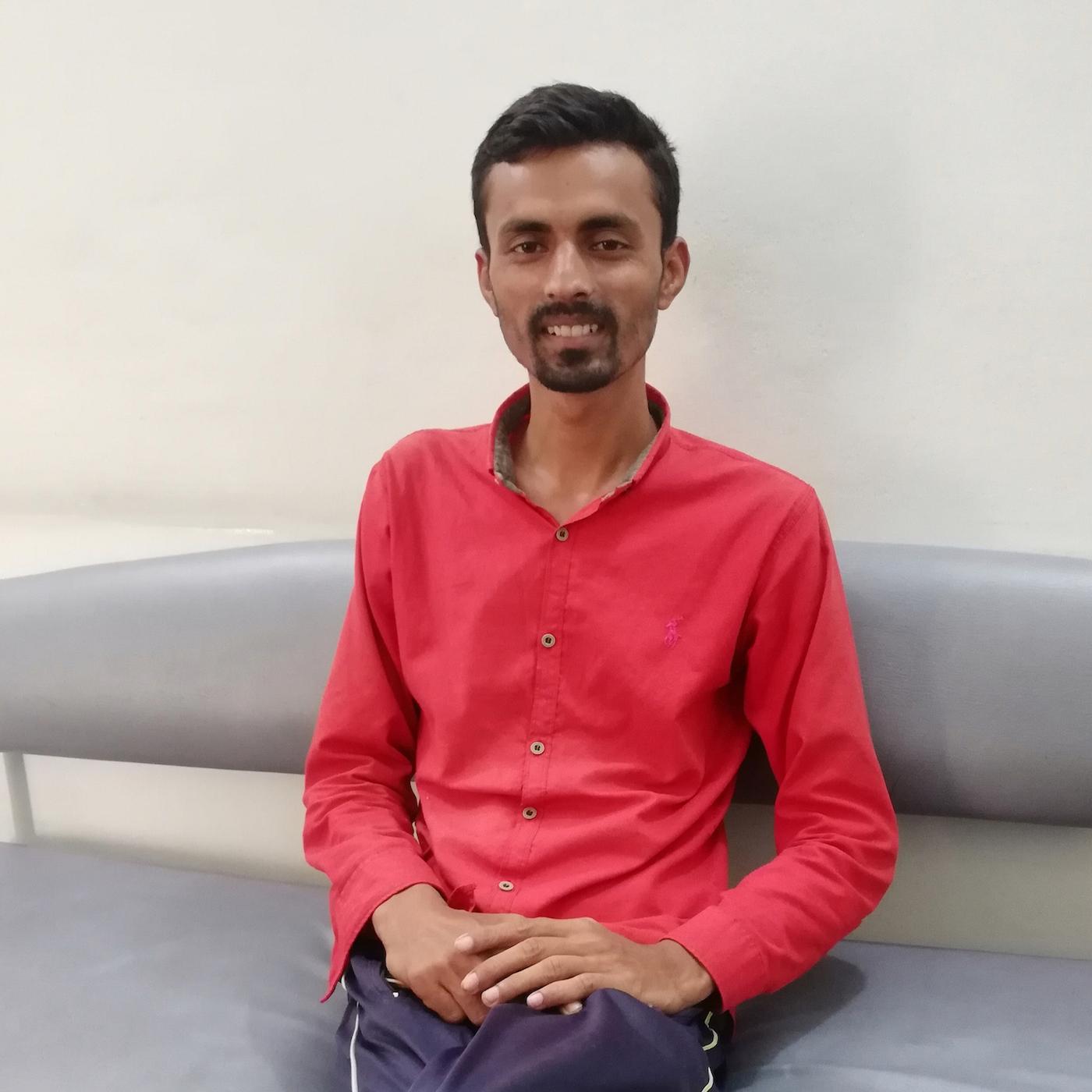 Nach seiner Behandlung besucht Waqar die Arbeiterwohlfahrt.