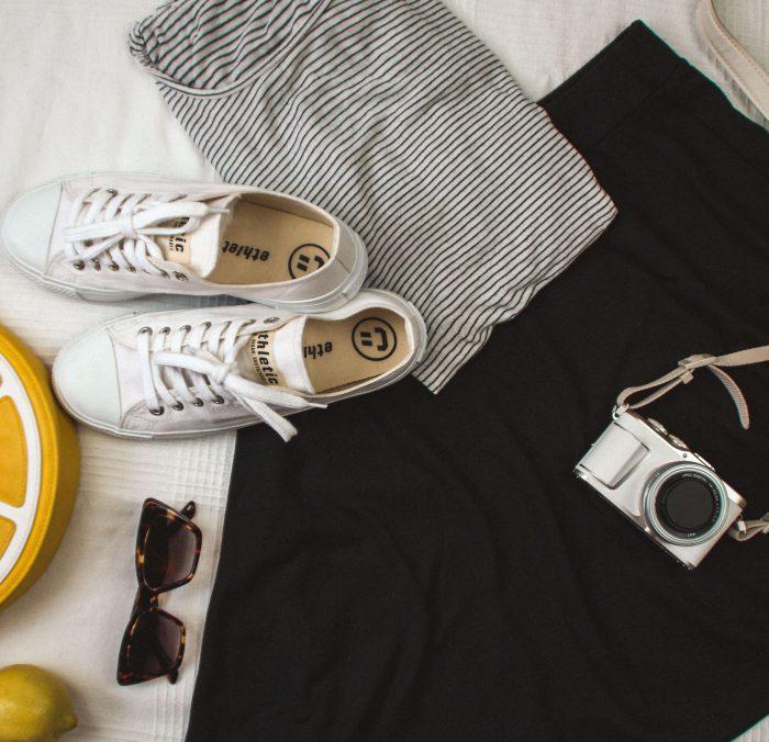 Der frische Kick im Sommer: Weiße Sneaker