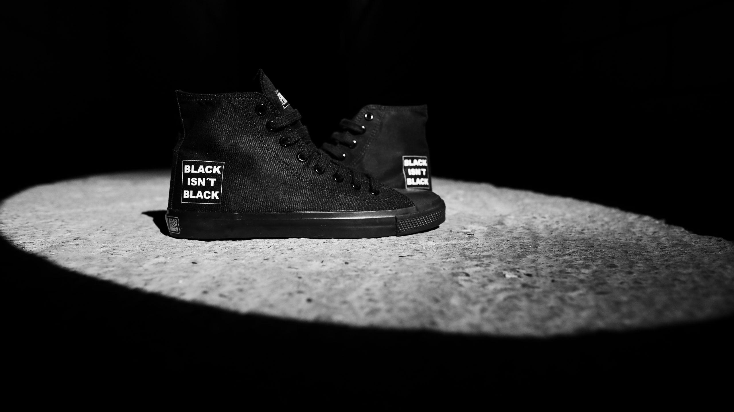 Black isn't Black-Sneaker